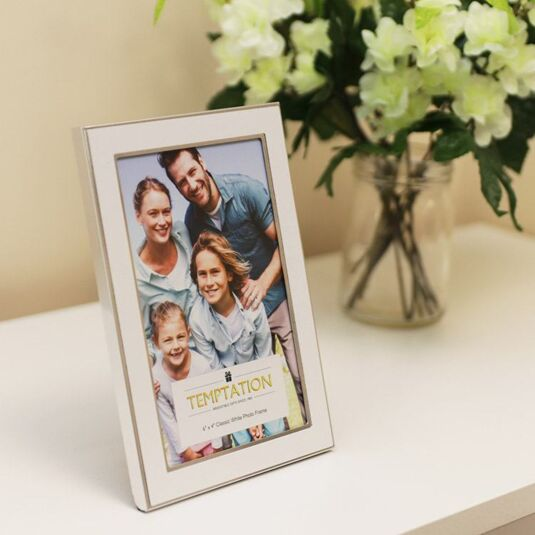 White Edged Photo Frame 6x4